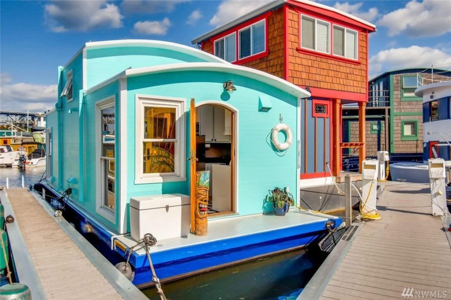 432-sq-ft Tiny Houseboat in Seattle via Realtor-com 002