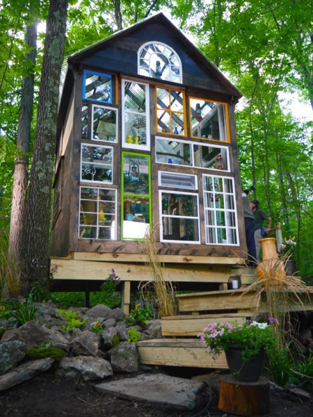 Funky-140-Sq-Ft-Off-Grid-Cabin-001