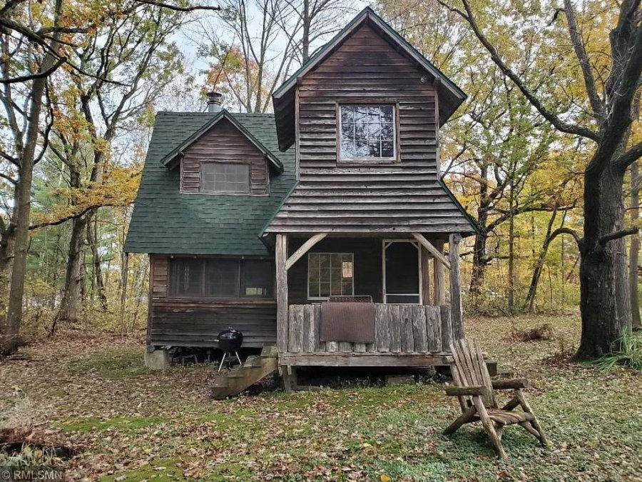 Rustic Cabin on 26 Acres in Wisconsin for 159k via Zillow 001