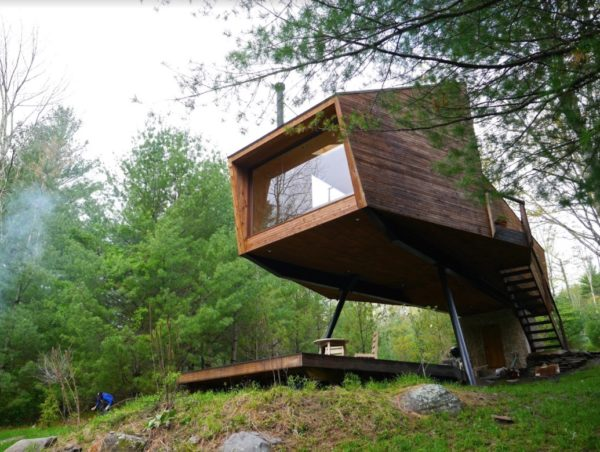 Tiny Modern Willow Treehouse in New York Image © Derek Diedricksen 001
