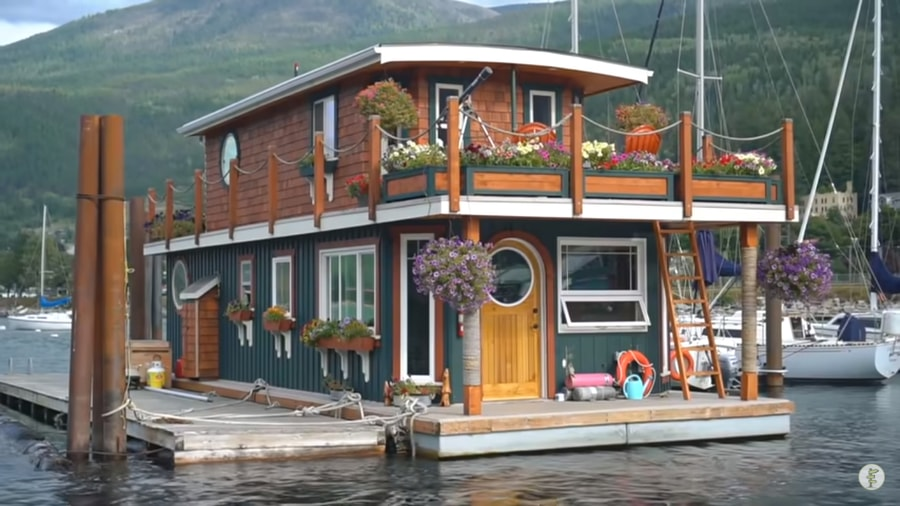 DIY Off-Grid Floating Home in Canada!