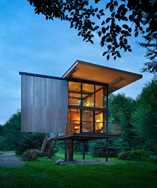 steel-clad-tiny-modern-cabin-with-shutters-on-stilts-01